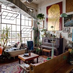 Ehren Shorday, Bushwick loft, Brooklyn artist loft, trash and treasures Artist Loft, Artist Home Studio, Art Studio Room, Paint Studio, Loft Studio, Dream Studio, Dream Apartment, Brooklyn Apartment, Loft Decorating