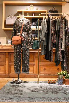 30 Idees De Boutique Interieurs De Magasins Design D Interieur Boutique Interieur Boutique