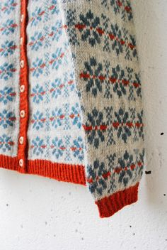 maria carlander: stickning Knitting For Kids, Free Knitting, Knitting Projects, Motif Fair Isle, Fair Isle Pattern, Norwegian Knitting, Fair Isle Knitting, How To Purl Knit, Yarn Crafts
