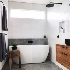 Small bathroom renovations: How to create the illusion of space Bathroom Inspo, Bathroom Layout, Modern Bathroom Design, Bathroom Interior Design, Home Interior, Bathroom Inspiration, Bathroom Ideas, Modern Bathrooms, Shower Ideas