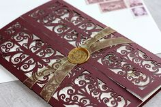 Narnia Wardrobe Invitation I would love to get an invite like this Wedding Themes, Wedding Cards, Our Wedding, Wedding Venues, Wedding Vows, Trendy Wedding, Wedding Bells, Wedding Decor, Wedding Stuff