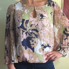 FINAL PRICERose and Olive Blouse Boutique  ❤️ Gorgeous Sheer,  Lined Blouse! Amazing sleeves, Sexy keyhole opening and elastic bottom, very flattering, tasteful and sexy style! Like new you would not know it was worn ❤️❤️❤️❤️❤️ Rose and Olive Tops Blouses
