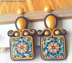 soutache earring with a central resin maiolica(sicily style) and central ceramic drop. Hairpin Lace Crochet, Crochet Motif, Crochet Edgings, Crochet Shawl, Soutache Jewelry, Bead Jewellery, Wallis Simpson, Lace Earrings, Bead Loom Patterns
