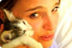 Mas famosos con gatos.Natalie Portman