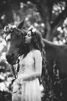 Bridal shooting with horse. read more - http://www.hummingheartstrings.de/index.php/inspiration/brautshooting-…ik-photography/