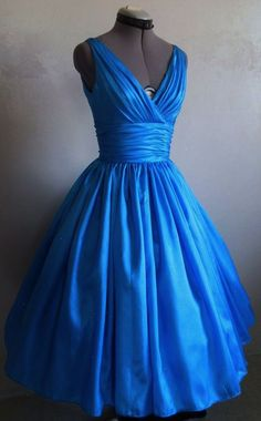 The perfect simple but elegant 50s style dress. made from blue taffeta. Any  size bd8b8ba897