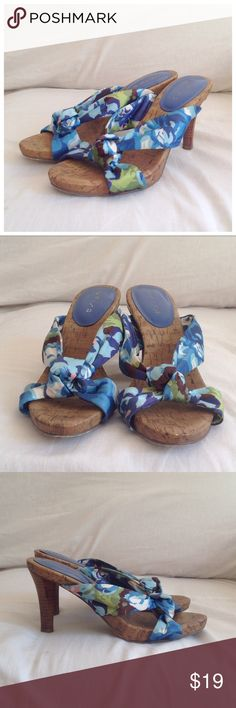 Unisa Floral Fabric and Cork Sandals Satiny floral knotted fabric slides by Unisa. Size 7.5. Unisa Shoes Sandals