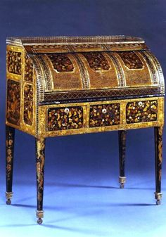 A RARE BUREAU A CYLINDRE VENEERED WITH JAPANESE NAMBAN LACQUER OF THE MOMOYAMA PERIOD (1568-1603)