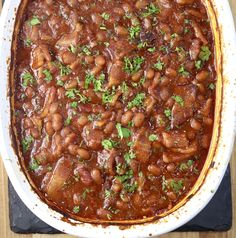 Easy Baked Beans {with Bacon} - Miss in the Kitchen Best Baked Beans, Baked Beans With Bacon, Pork N Beans, Homemade Barbecue Sauce, Feeding A Crowd, Side Dishes Easy, Kitchen Recipes, Grilling Recipes, Great Recipes