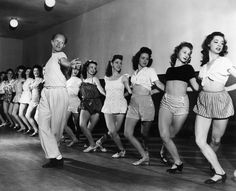 The NYC Rockettes in 1935 0 more on the style sportif 1930's