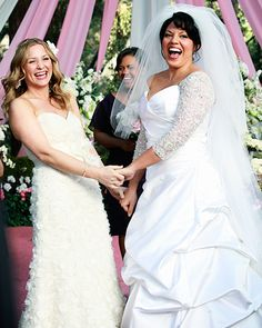 rey's Anatomy's Callie Torres and Arizona Robbins Callie Torres (Sara Ramirez) and Arizona Robbins (Jessica Capshaw) both slipped into Amsale dresses for their 2011 nuptials. Arizona chose an ivory strapless textured number, while Callie kept it formal in a strapless white ball gown with jeweled sleeves.