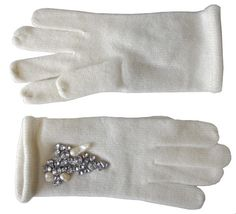 Cashmere gloves with crystals and pearls