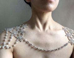 Artículos similares a SALE Handmade victoria style rhinestone shoulder necklace /bridal jewelry / bridal accessories en Etsy