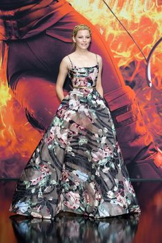 Elizabeth Banks wears ELIE SAAB Haute Couture Autumn Winter to the World Premiere of 'The Hunger Games: Mockingjay - Part in Berlin Elizabeth Banks, Elie Saab Couture, Style Haute Couture, Couture Fashion, Couture 2015, Hunger Games, Tribute, Costume, Beautiful Gowns