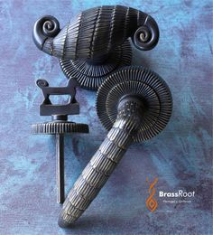 Pomo, manija y pomito trabador de baño - inspiracion Armand Albert #Rateau - #brassroot.com.ar