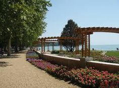 Tagore is the main promenade in Balatonfüred, but at the same time one of the most famous and teeming lakeside avenues at Lake Balaton, Hungary. Photo © Credits to Regasterious/Wikipedia Green Street, Photo Credit, Pergola, Places To Visit, Sidewalk, Journey, Outdoor Structures, Mansions, Landscape