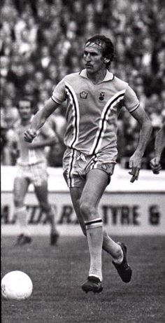 Tommy Hutchison - to Winger 355 Games 30 Goals Coventry City Fc, Sporty, Goals, Style, Fashion, Moda, Stylus, Fasion, Trendy Fashion