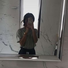 the best way for selfi (mirror) # – Spiegel Profile Pictures Instagram, Instagram Story Ideas, Girl Hiding Face, Girl Face, Girl Photo Poses, Girl Photos, Selfi Tumblr, Selfie Posen, Beautiful Tumblr