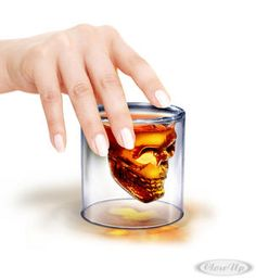 Totenkopf Whiskeyglas Doomed Hier bei www.closeup.de