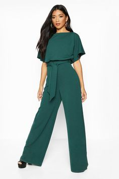 Top up on tops for women and freshen up that wardrobe with cute and sexy styles from boohoo in t-shirt, blouse, lace looks and more. Classy Outfits, Cool Outfits, Fashion Outfits, Emerald Green Jumpsuit, Curvy Women Outfits, Mermaid Leggings, Designer Jumpsuits, Plus Size Jumpsuit, Jumpsuit Outfit