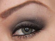 grey smoky eye shadow tutorial make-me-pretty Grey Eye Makeup, Grey Eyeshadow, Eyeshadow Looks, Suttle Makeup, Color Eyeliner, Eyeshadow Ideas, Eyeliner Styles, Makeup Geek, Makeup Tips
