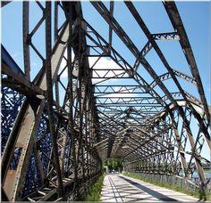 Alte Eisenbahnbrücke in Dresden.