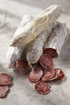 Charcuterie in the City Sausage Recipes, Meat Recipes, Tapas, Do It Yourself Food, Pause Café, Good Food, Yummy Food, How To Make Sausage, Making Sausage