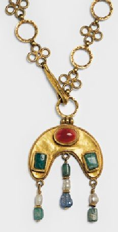A Byzantine lunula pendant on chain. Gold, sardonyx, emeralds, sapphire, pearls. Syria, about 600AD. #Byzantine #necklace