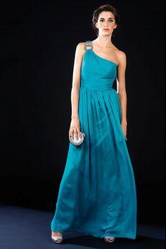 Vestido largo estilo griego asimétrico en color azul turquesa modelo 69012 by Chesco | Boutique Clara. Tu tienda de vestidos de fiesta.
