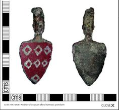 13thC harness pendant bearing the de Quincy device