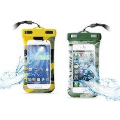 PURO Waterproof Army Case - Nieprzemakalne etui mające pomóc zabezpieczyć sprzęt przed czynnikami zewnętrznymi w postaci wody, piasku, itp. Etui pozwala w bezpieczny sposób używać telefonu na plaży, basenie lub podczas uprawiania spływów kajakowych oraz innych podobnych sportów.