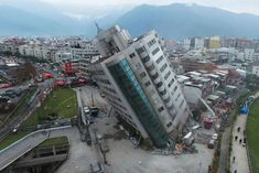 TAIWAN Hotel tilting in Hualien after 6.4 magnitude Earthquake Kills  amazingly