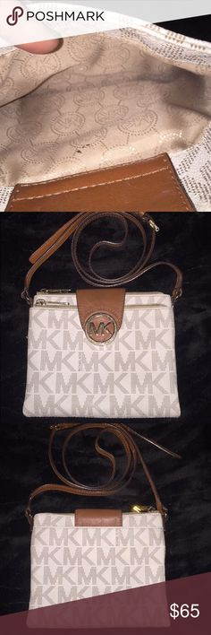 MK cross body bag Only used a few time, Great condition, wallet pocket has a small smudge but it's not very noticeable, price is negotiatable Michael Kors Bags Crossbody Bags