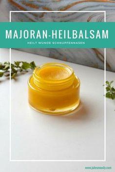 Diese Majoran Heilsalbe hilft gegen wunde Schnupfennasen! Ganz leicht selbst zu machen! Grüne Kosmetik, Kräuterkunde, Heilkräuter, ätherische Öle.