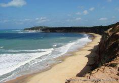 A Baía dos Golfinhos, localizada na Praia da Pipa encontra-se em meio à natureza exuberante, onde se destacam falésias e mata virgem, além de ser um santuário de golfinhos que presenteiam o público com saltos e acrobacias.