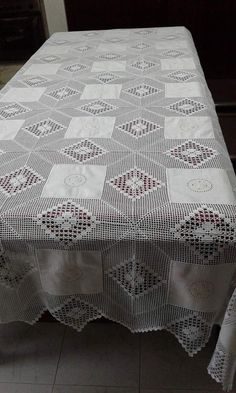This Pin Was Discovered By Thread Crochet, Filet Crochet, Crochet Stitches, Crochet Patterns, Crochet Table Runner, Crochet Tablecloth, Crochet Home, Diy Crochet, Embroidery Kits