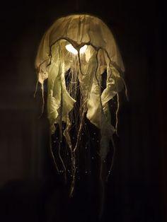 Fiber Optic Jellyfish Chandelier : Jellyfish Lamp by flyingpuppy on Instructables. Mehr DIY Fiber Optic Jellyfish Chandelier : Jellyfish Lamp by flyingpuppy on Instructables. Jellyfish Light, Fiber Optic Lighting, Diy Lampe, Big Tent, Diy Chandelier, Iron Chandeliers, Medusa, Lamp Light, Diy Light