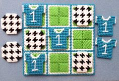 Plastic Canvas Crafts, Plastic Canvas Patterns, Crafts To Make, Arts And Crafts, 4 Ply Yarn, Cotton Polyester Fabric, Tic Tac Toe Game, Game Pieces, Pony Beads