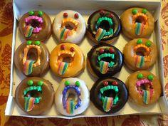 Donut Dracula& Donut Dracula& in 2019 Halloween Breakfast, Halloween Donuts, Healthy Halloween Treats, Halloween Treats For Kids, Halloween Dinner, Halloween Desserts, Easy Halloween, Halloween Meals, Halloween Crafts
