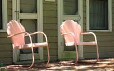 Pink Spice shellbacks at the Porgy House. Painted Metal Chairs, Metal Patio Chairs, Porch Chairs, Outdoor Chairs, Outdoor Decor, Vintage Outdoor Furniture, Lawn Furniture, Vintage Chairs, Metal Furniture