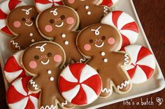 Cute Christmas cookies by Life's a Batch, gingerbread men & peppermint cookies Cute Christmas Cookies, Easy Christmas Treats, Iced Cookies, Christmas Gingerbread, Christmas Sweets, Christmas Cooking, Noel Christmas, Cookies Et Biscuits, Holiday Cookies