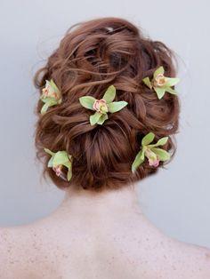 penteados com flores naturais cabelo noiva
