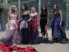 """It's The Beginning Of The End For """"Pretty Little Liars"""" - BuzzFeed News"""