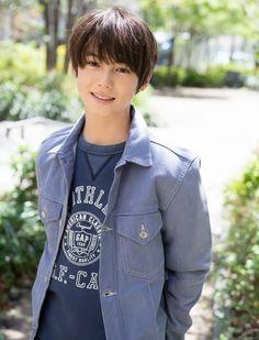 Cute Teenage Boys, Teen Boys, Cute Boys, Cute Japanese Boys, Best Young Actors, Litle Boy, Handsome Kids, Beauty Of Boys, Boy Photos