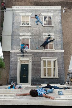 Argentine artist Leandro Erlich is at it again with another interactive installation that gives off the illusion that participants are sitting on the edge of a windowsill, dangling off a ledge, and scaling the side of a building.