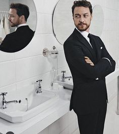 """James Mcavoy (@jamesmcavoyrealdeal) auf Instagram: """"Party in the loo anyone? Shit this last week at the ES theatre awards(congrats @bpiperofficial)…"""""""
