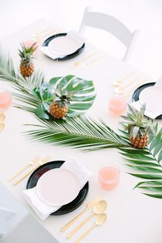 Pretty Palm Fronds Party Decor + DIY Decoupage Balloons! |