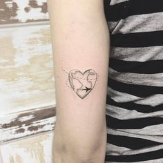 Heart Globe Tattoo Artist: 横山 Kristie Yuka 23 Tattoo Artist -