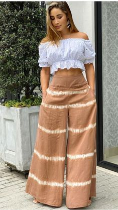 Fashion Pants, Fashion Dresses, African Print Fashion, Designer Dresses, Ideias Fashion, Style Me, High Waisted Skirt, Pants For Women, Creations