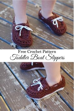 Free Crochet Pattern - Keep your little one's feet cozy with the free toddler boat shoes slippers pattern